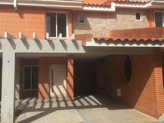 Town House Valles De Camoruco Consolitex Vende 04144154685