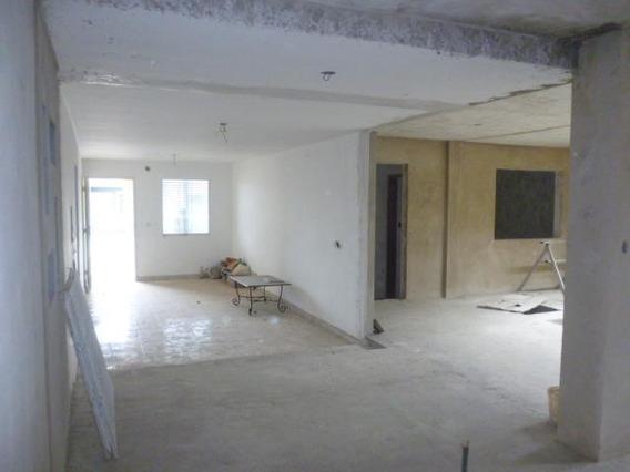Casa En Venta En Roca Del Norte Barquisimeto 20-3516 Jg