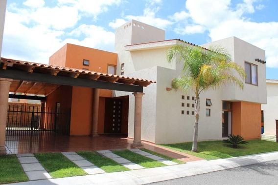 Casa En Querétaro!!! Amplia, Bonita Y En Buena Zona.