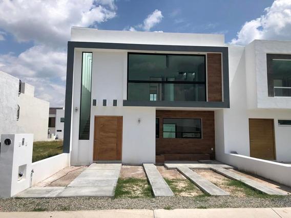 Casa En Venta En Real De Juriquilla, Queretaro, Rah-mx-21-51