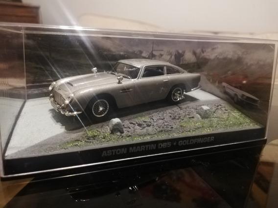 Aston Martín 007, Bmw Z4. Autos Colección.