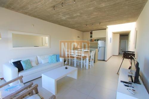 Apartamento En La Barra, 2 Dormitorios  -ref:17201