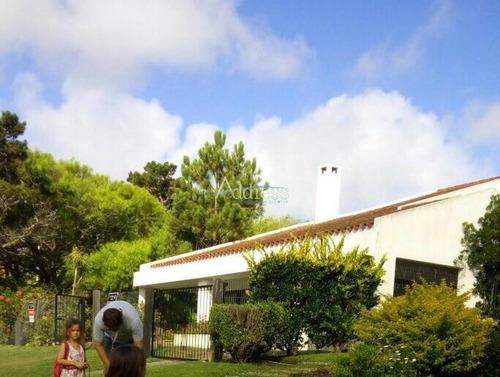 Muy Buena Casa, En Zona Residencial- Ref: 2724