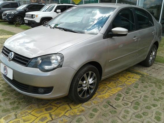 Volkswagen Polo Sedan 1.6 Vht Comfortline Total Flex 4p 2014
