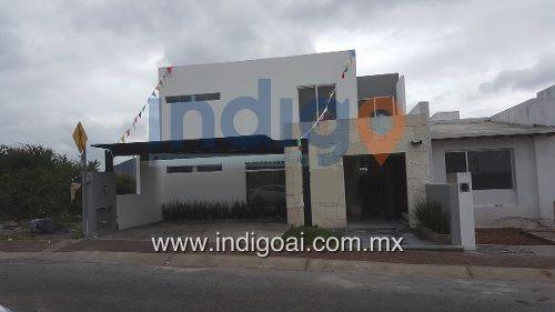 Casa En Venta En Colinas De Juriquilla, 1 Hab Con Vestidor Y Baño En Pb