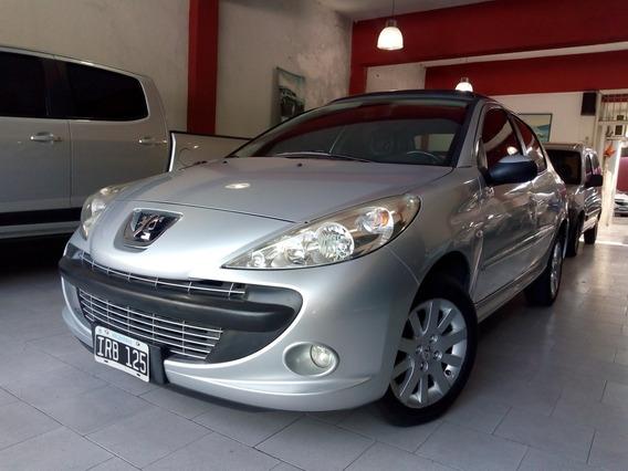 Peugeot 207 Compact 1.6 Xt Premium Cuero 2010