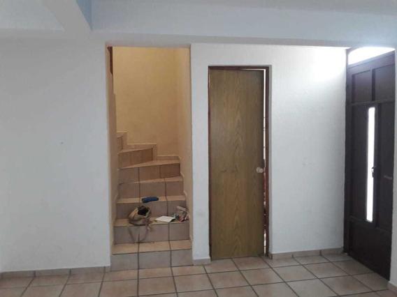 Bonita Casa De 3 Recámaras Y 2.5 Baños Ubicada Por Candiles