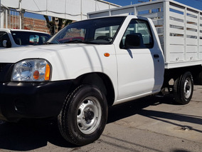 Nissan Np300 2.4 Estacas 2014 Impecable