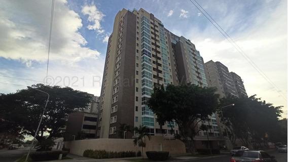 Apartamento En Venta En Base Aragua, Maracay. 21-12949 Lln
