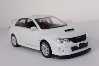 Miniatura Colecionador Subaru Wrx Sti Branco/ 1/36 12cm