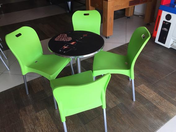 Mesa De Alumínio Com 04 Cadeiras