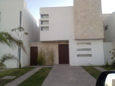 Renta Hermosa Casa En Villa Verde!!!