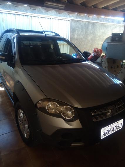 Fiat Strada 1.8 16v Adventure Cab. Dupla Flex 2p 2011