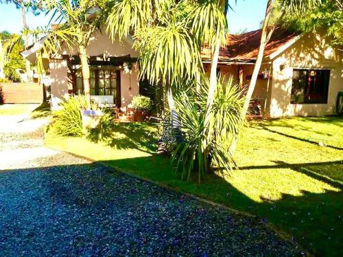 Se Vende Casa En Pinares, 4 Dormitorios. Punta Del Este, Uruguay.- Ref: 1744