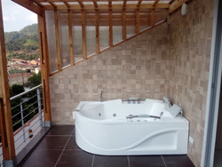 Vendo Casa La Vega, 3 Pisos + 3 Habitaciones, 2 Parqueaderos