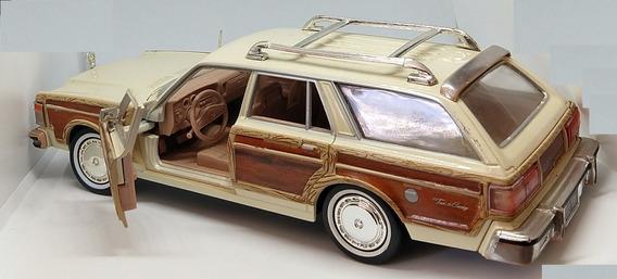 Miniatura Chrysler Lebaron Town & Country Wagon 1979 1/24