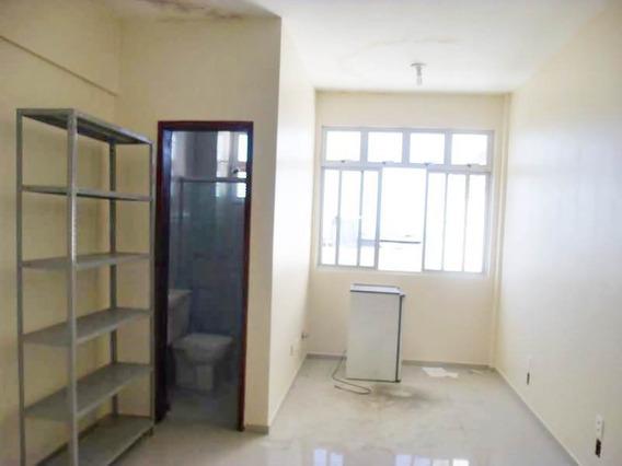 Sala Com Banheiro Social, No Centro De Fortaleza