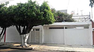 Casa En Venta En Fraccionamiento Los Laureles En Calle Geranios