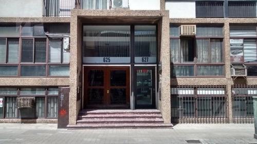 Oficina En Zona Céntrica Y Comercial, A Mts De Tribunales