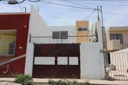 Casa En Venta En Colonia San Antonio, Cerca De Carretera Rioverde. Oportunidad