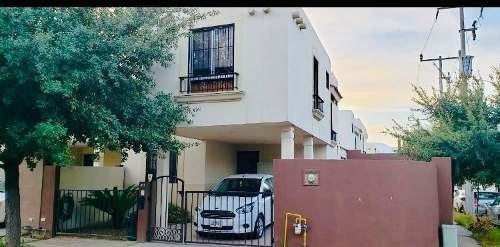 Casa En Venta En Garcia Mitras Poniente En Esquina