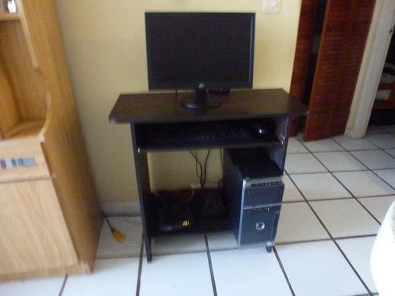 Computador Con Su Mesa Y Regulador De Voltaje Modelo 1110-01