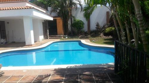 Casa Sola En Lomas De Cortes / Cuernavaca - Vem-622-cs