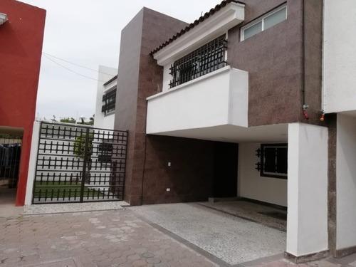 Venta De Casa En Cholula En Conjunto Cerrado, Amplio Jardin Y 4 Recamaras!