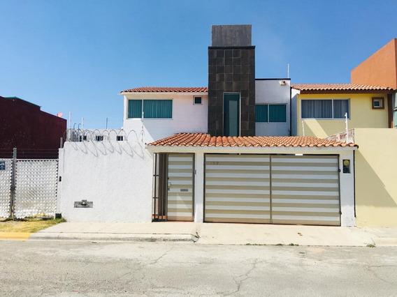 Casa En Puerta De Hierro, Con Excelente Ubicación