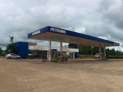 Estación De Gasolina Rentable En Vía A La Costa