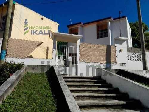 Vendo Casa 2 Pisos Colonia Lomas De Fovissste Tuxpan Veracruz 2 Habitaciones, Se Encuentra Ubicada En La Colonia Lomas De Fovissste, Cuenta Con Sala, Comedor, Cocina, Cocina Integral, 2 Habitaciones