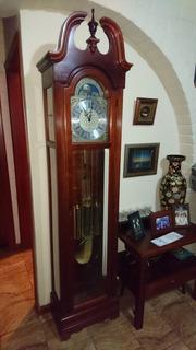 Reloj Howard Miller
