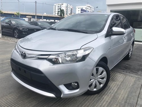 Toyota Yaris 2015 (4 Cilindros Económico)