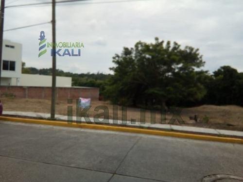 Venta Terreno 450 M² Colonia Aipm Poza Rica Veracruz. Excelente Ubicación, En La Calle Alvisouri De La Colonia Aipm, De La Ciudad De Poza Rica Veracruz, Para Uso Residencial, O De Vivienda, Cuenta Co