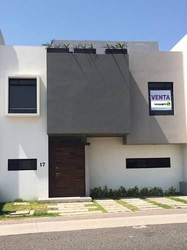 Casa En Venta En El Mirador ! Roof Garden Y Cuarto De Servic