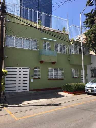 Casa De 8 Recámaras, 4 Baños Y 3 Estacionamientos
