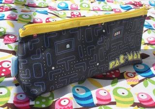 Cartuchera Triangular De Pac-man Colegio Videojuegos