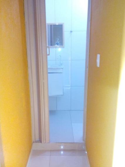 Apartamento Com Dois Quartos, Sala E Cozinha Americana.
