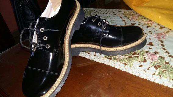 Zapatos De Charol Negros Nuevos , Sin Uso. Num. 39