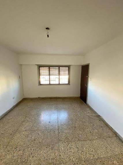 La Plata - Casa En Alquiler - Calle 3 Entre 79 Y 80