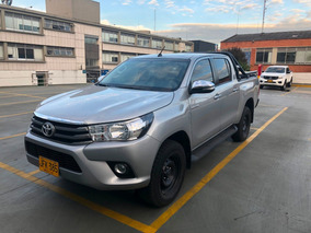 Toyota Hilux 4x4 2400 Cc Como Nueva