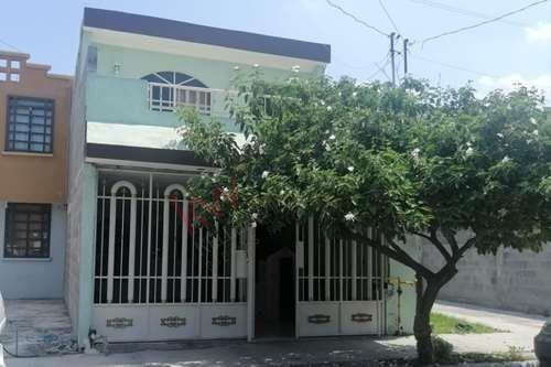 Casa Remodelada En Venta Fresnos X, Apodaca, Terraza Abierta, Portón, Amplia Cochera, Lavandería Techada, Baño Y Medio, 3 Recamaras, Estancia, Patio