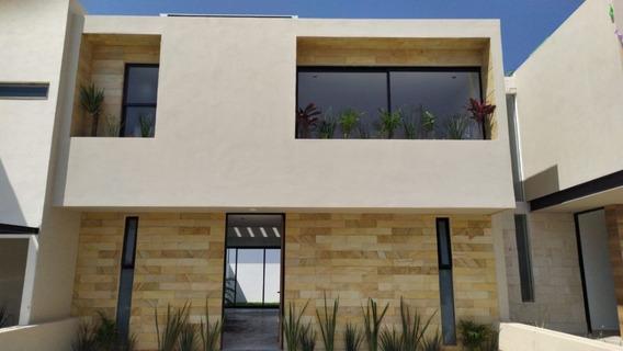 Casa De 3 Hab. Con Amplio Jardín En Altos Juriquilla