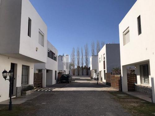 Venta Casa En Complejo Cerrado 3 Dormitorios