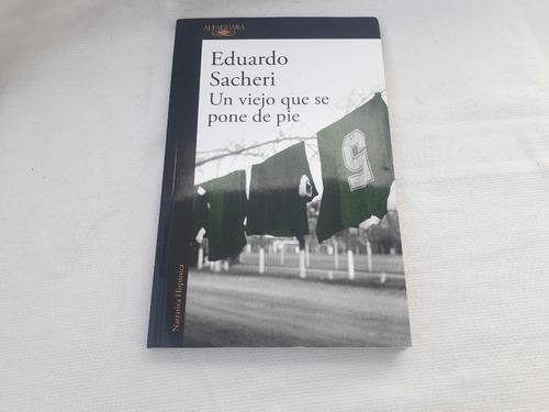 Imagen 1 de 5 de Un Viejo Que Se Pone De Pie Eduardo Sacheri Alfaguara