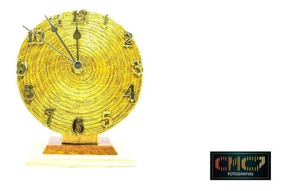 Relógio De Capim Dourado. - Redondo.