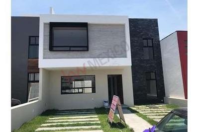 Casa En Venta, Nueva, Fracc. Residencial El Mirador, Queretaro, Qro.
