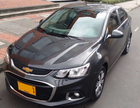 Vehículo Chevrolet Sonic Lt 2018 1.6