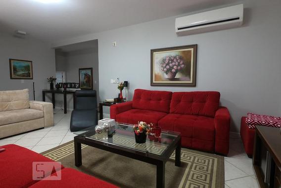Casa Mobiliada Com 4 Dormitórios E 2 Garagens - Id: 892926709 - 226709