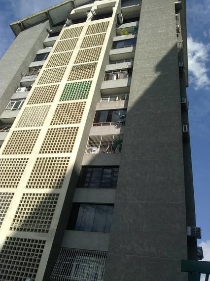 Apartamento En Venta En Urb. El Centro 04128969771